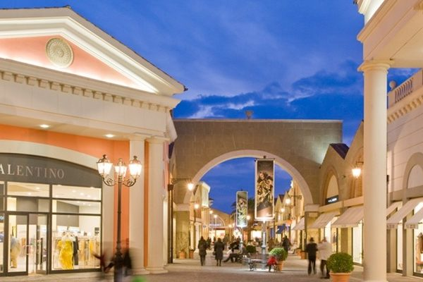 Noleggio con conducente per shopping center